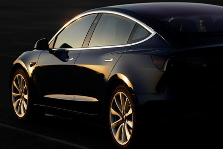 """""""Tesla"""" avtomobillərini yalnız internet vasitəsi ilə satacaq"""